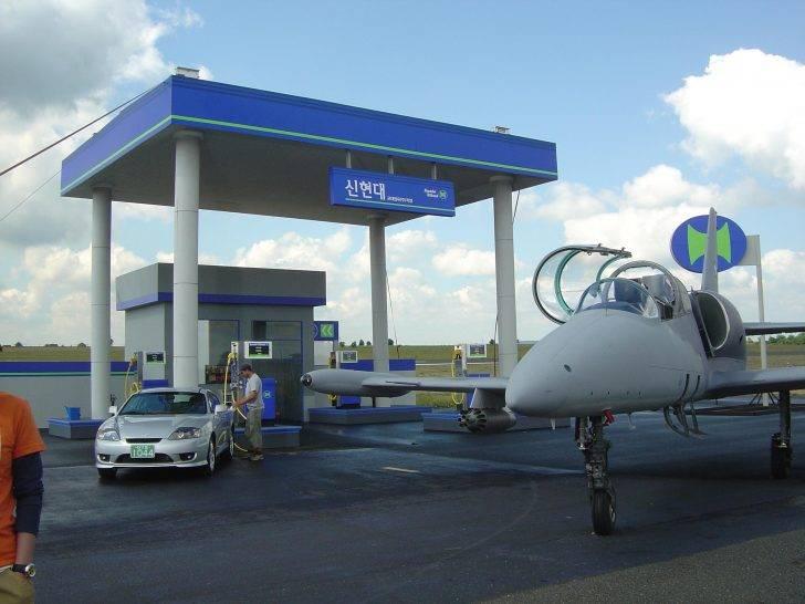 Hyundai oilbank by Jan Kadlec